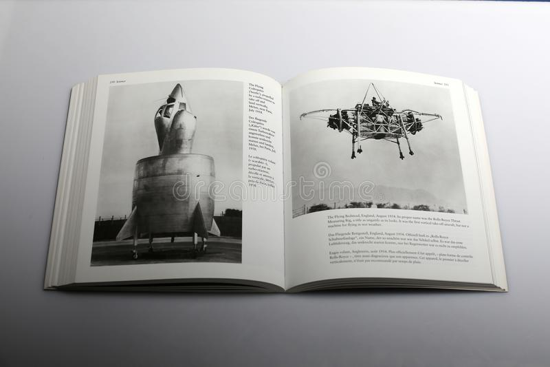 由尼克Yapp,飞行床架,英国所著的摄影书命名罗斯劳艾氏推测量圆环 库存图片