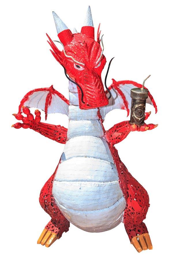 由废金属做的龙滑稽的雕塑在白色背景 免版税库存照片