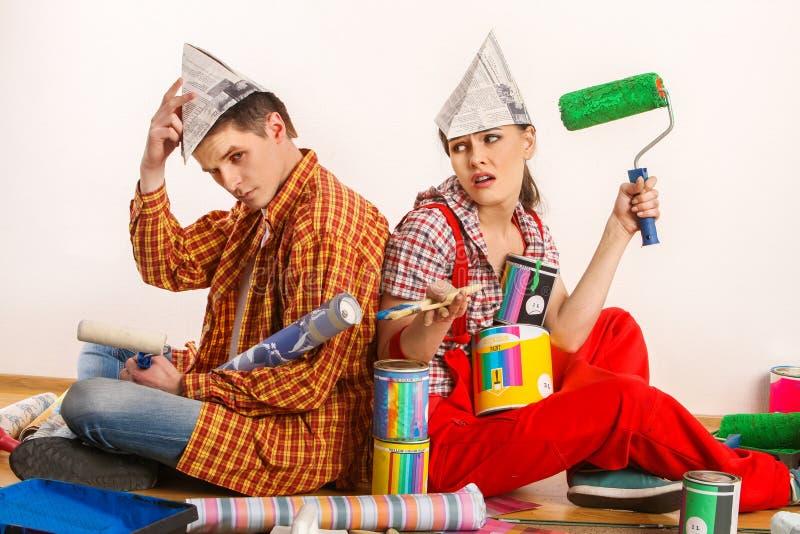 由愉快的夫妇大厦家修理家庭 争吵家庭 库存照片