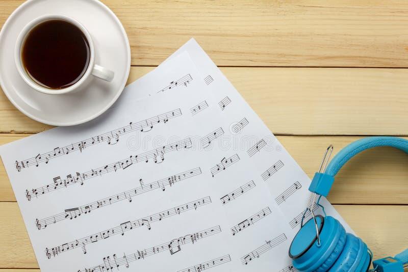 由我自己创造音乐纸张便条纸 顶视图音乐纸张没有 免版税库存照片