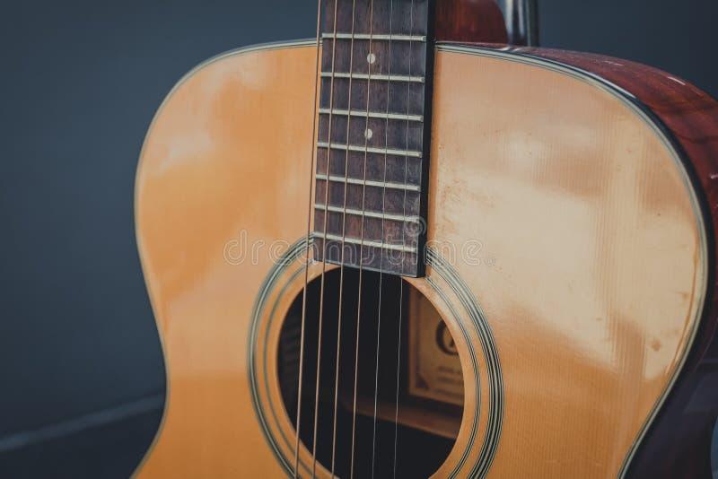由木样式的吉他经典修造 库存照片