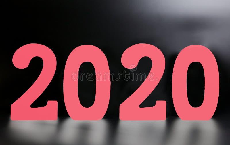 由木白色数字2020做的年在黑背景 免版税图库摄影