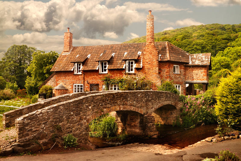 由桥梁的村庄 免版税库存照片
