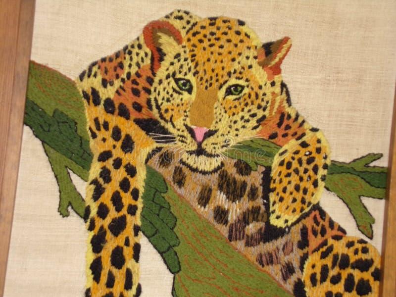 由毛线做的手工制造豹子 免版税库存图片
