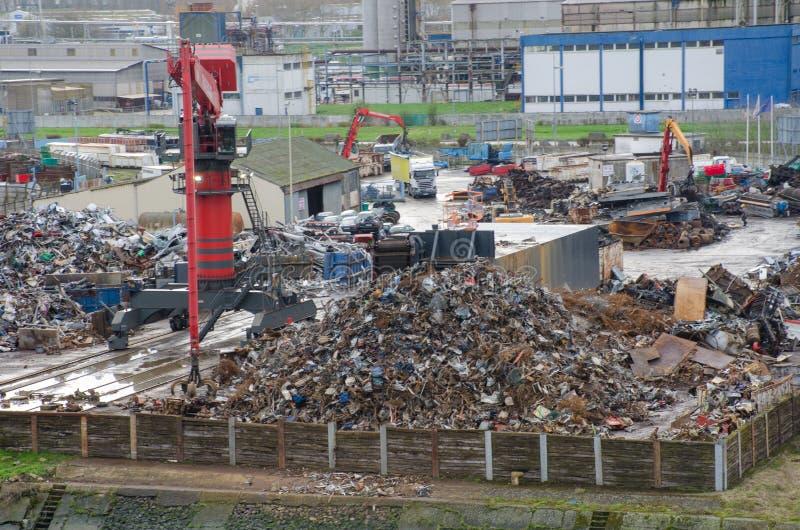 由河塞纳河的边的大废金属站点 库存图片