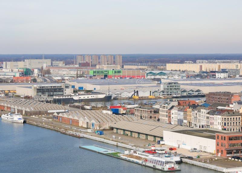 由河斯海尔德河的仓库安特卫普,比利时港的  免版税库存照片