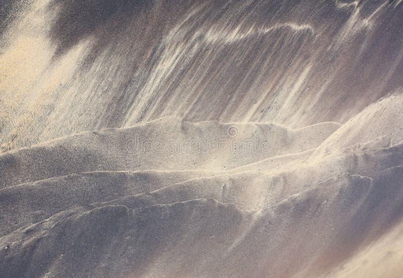 由波浪的海滩样式在沙子 图库摄影
