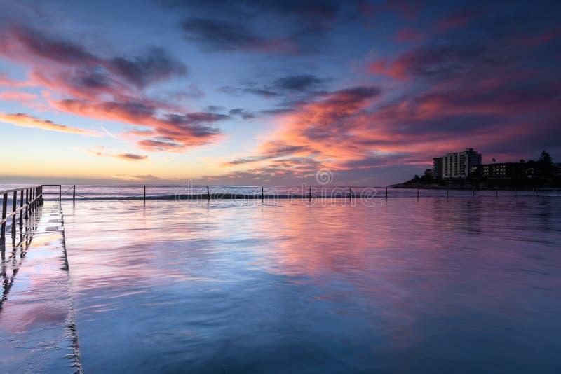 由海洋水池的日出 免版税库存照片