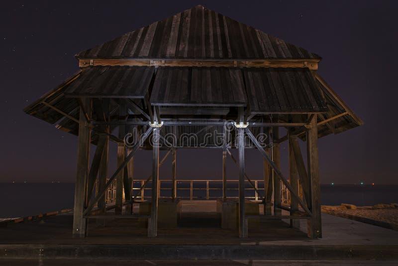 由海的一个老小屋 库存图片