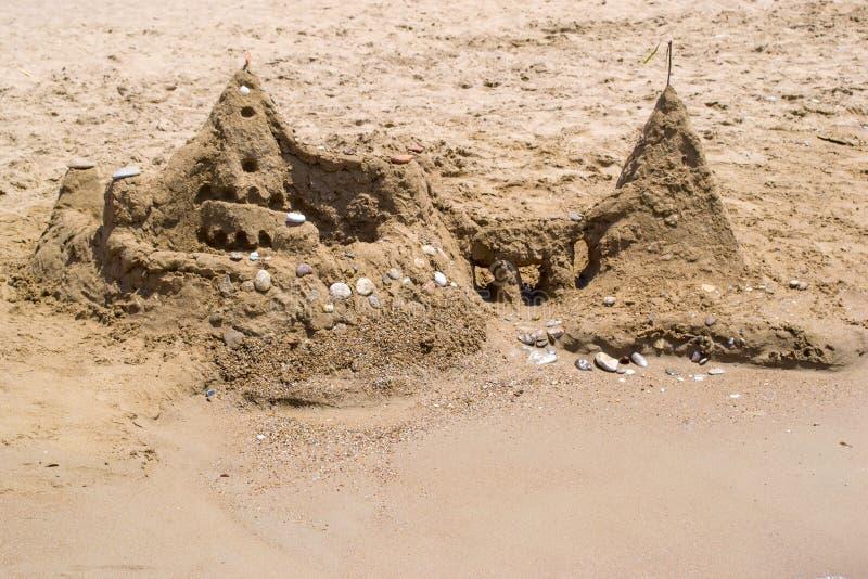 由海的沙子城堡 免版税图库摄影