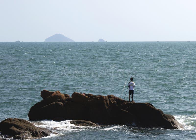 由海洋捕鱼的人们 图库摄影