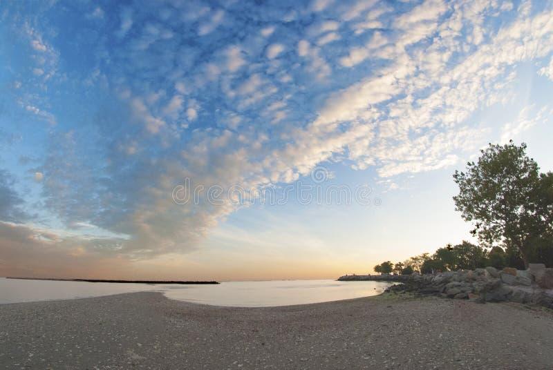 由海滩6的日落 免版税库存图片