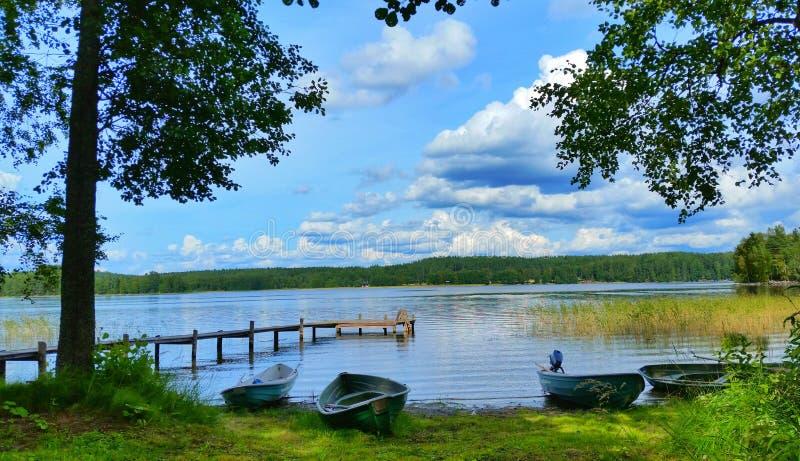 由湖的小船 库存照片