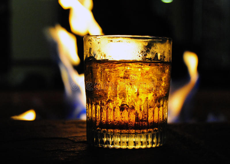 由火的威士忌酒 免版税库存图片