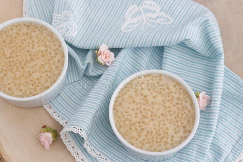 由珍珠粉珍珠和椰奶做的健康布丁 免版税库存图片