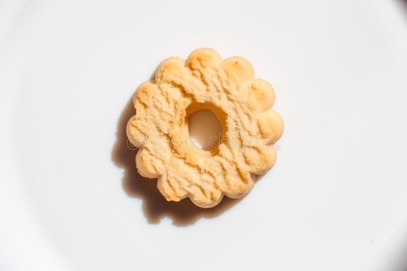 由白面做的曲奇饼用短的面团 免版税库存照片