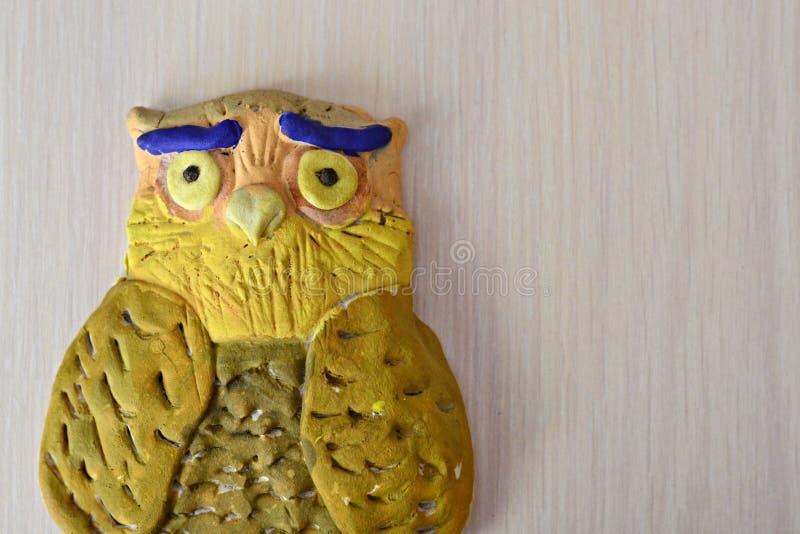 由盐味的面团做的猫头鹰小雕象 库存图片