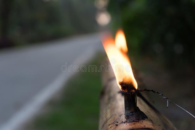 由竹子做的马来的传统油灯在Eidul fitri期间 免版税库存图片