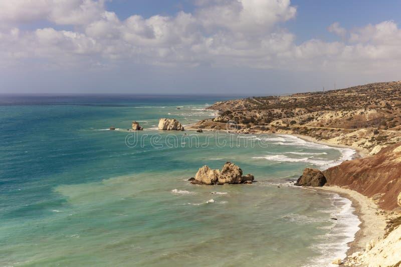 由美之女神` s岩石的塞浦路斯的海岸 图库摄影