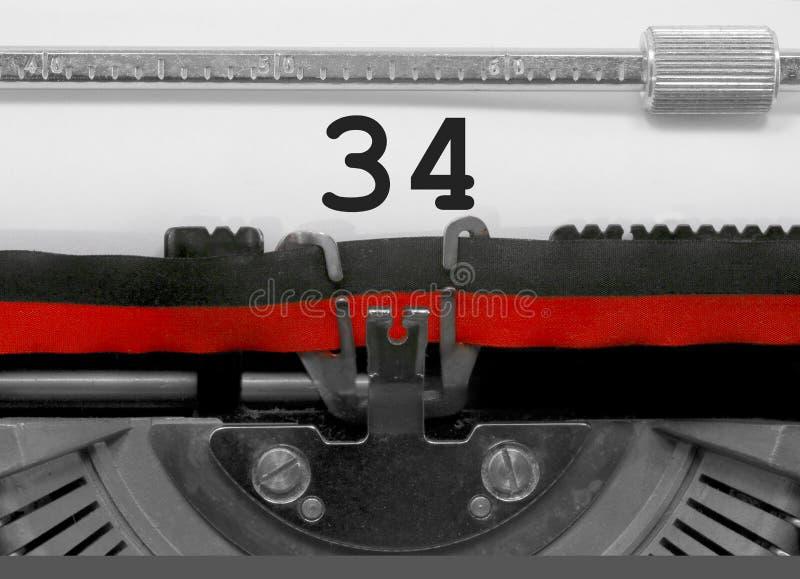 34由老打字机的数字在白皮书 免版税库存图片
