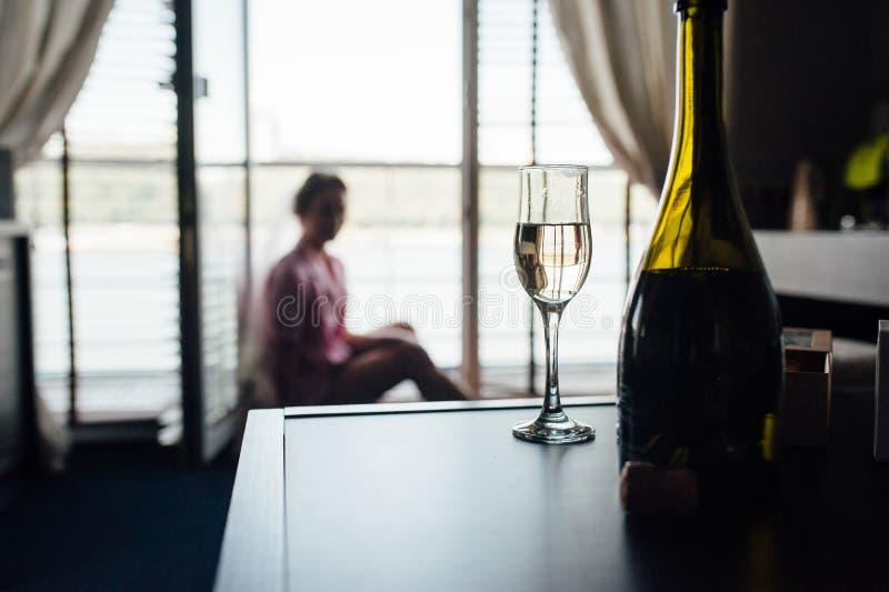 由老针对的子线板木头做的土气和葡萄酒婚礼背景想法 免版税图库摄影