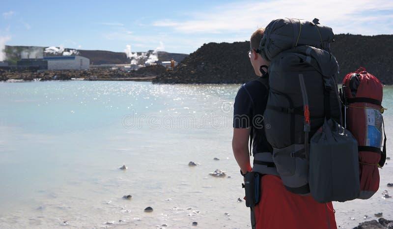 由蓝色盐水湖的一个人 库存照片