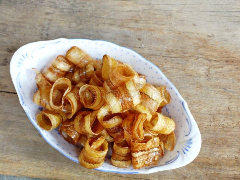 由被脱水的切片甜点点心做的油煎的香蕉卷 免版税库存图片