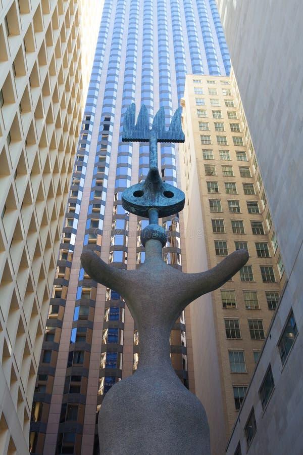 由西班牙艺术家胡安・米罗的雕塑 免版税库存照片