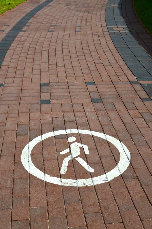 Download 由铺路板计划了的脚轨道 库存照片. 图片 包括有 圈子, 英尺, 边路, 没人, 跟踪, 任何人, 标号 - 72361428