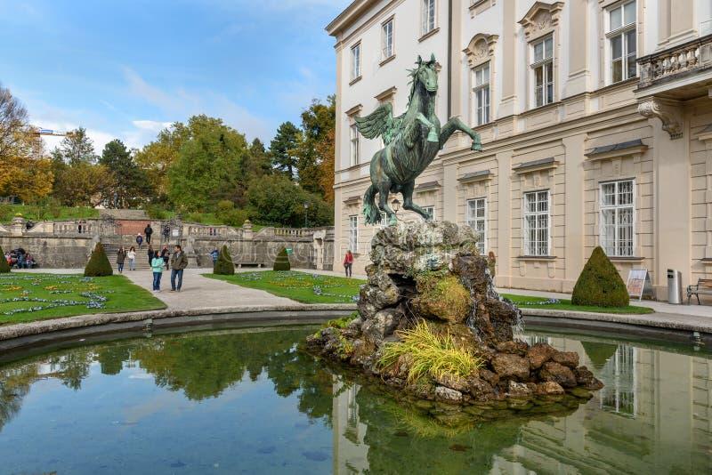 由雕刻家卡什帕Gras的佩格瑟斯喷泉 Mirabellgarten或Mirabell庭院是米拉贝尔宫庭院在萨尔茨堡 奥地利 库存照片