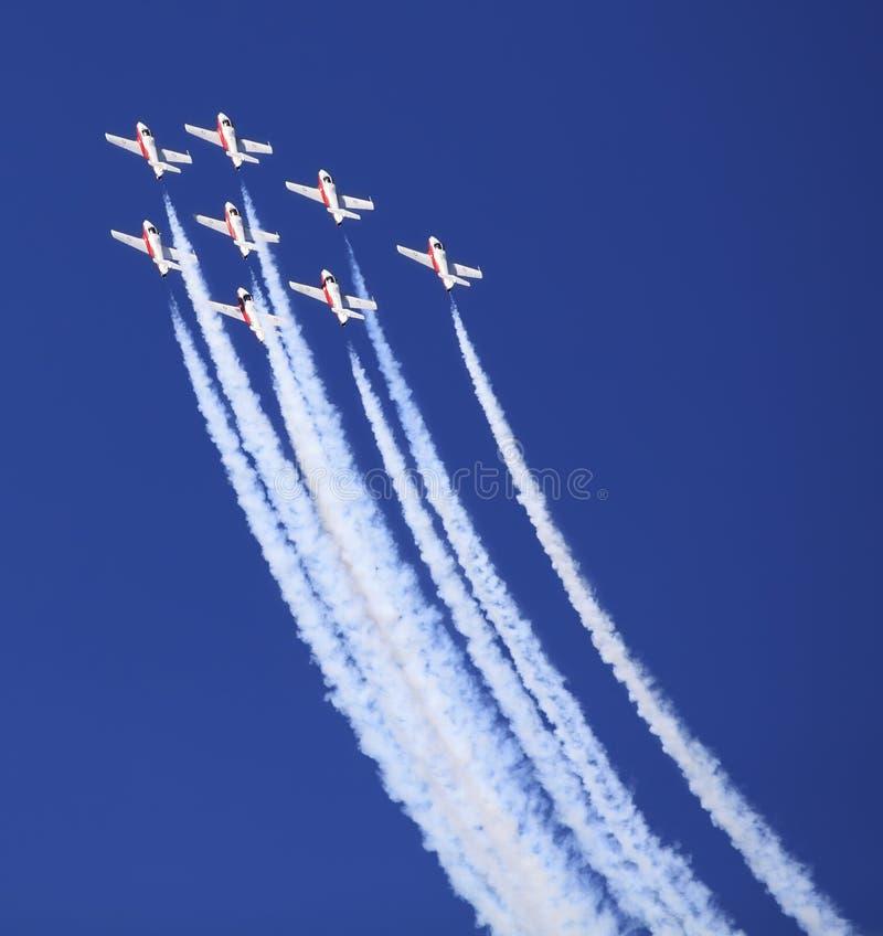 Download 由雪鸟的显示合作在飞行表演事件 编辑类照片. 图片 包括有 的阿奇里斯, airshow, 移动, 活动 - 62526621