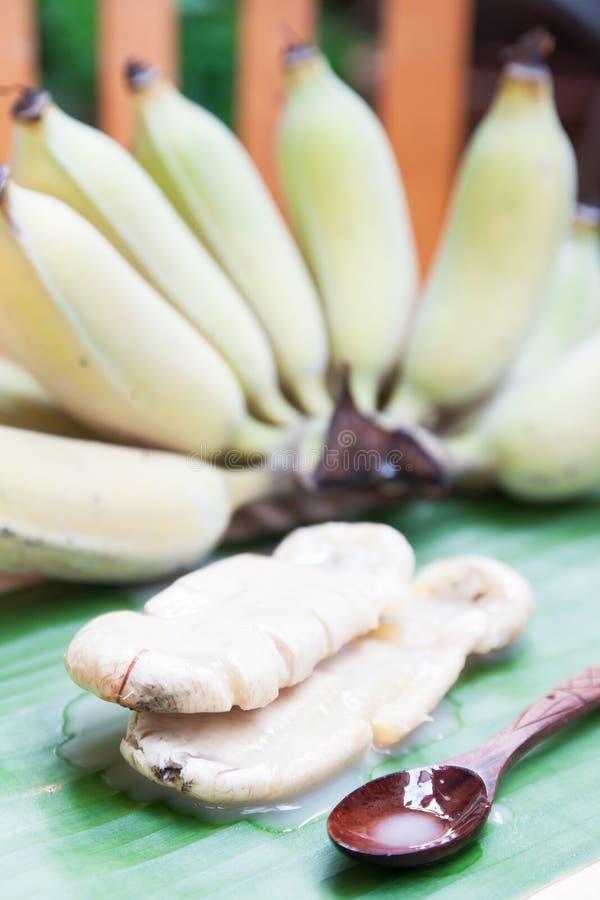 Download 由香蕉做的泰国传统甜点 库存照片. 图片 包括有 可口, 蜜钱, 空白, 工艺品, 成熟, 手工制造, 传统 - 72354064