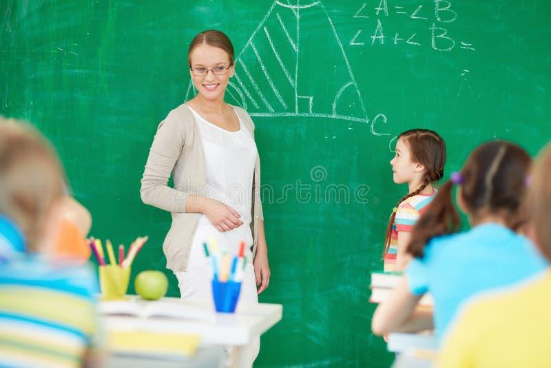 由黑板的老师 图库摄影