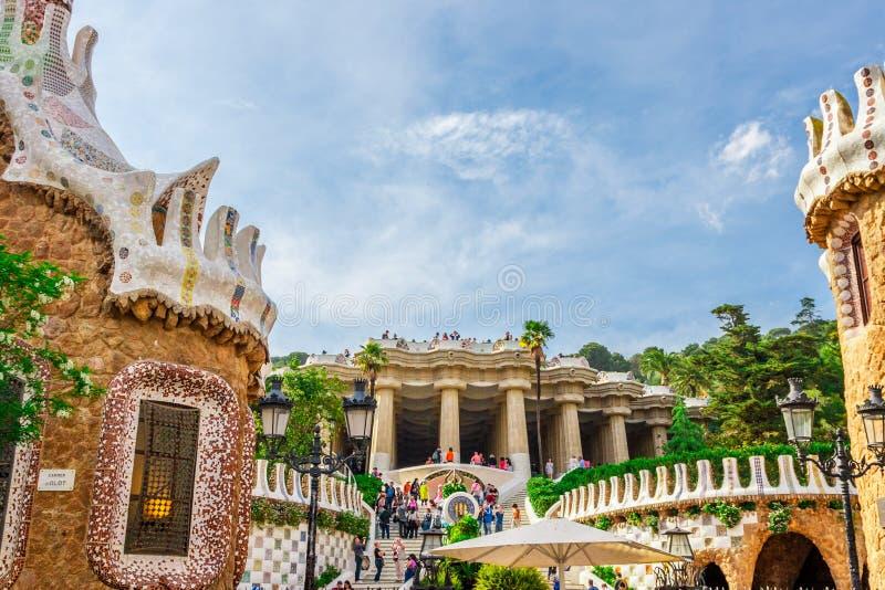 由建筑师安东尼Gaudi停放Guell在巴塞罗那 免版税库存照片