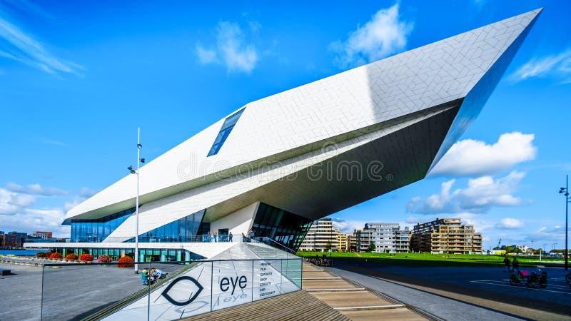 由Het IJ在阿姆斯特丹北部,荷兰的眼睛影片博物馆 免版税库存图片