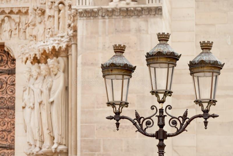 由Notre Dame大教堂的街灯 库存照片