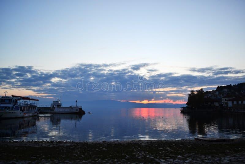 由Ohrid湖的美好的日落 库存图片