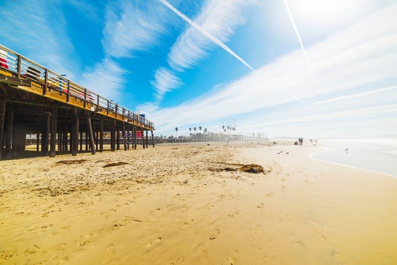 由Pismo海滩码头的冲浪者 图库摄影
