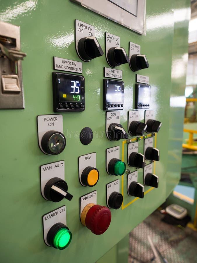由PLC程序日志的高技术工业机器控制 免版税库存图片