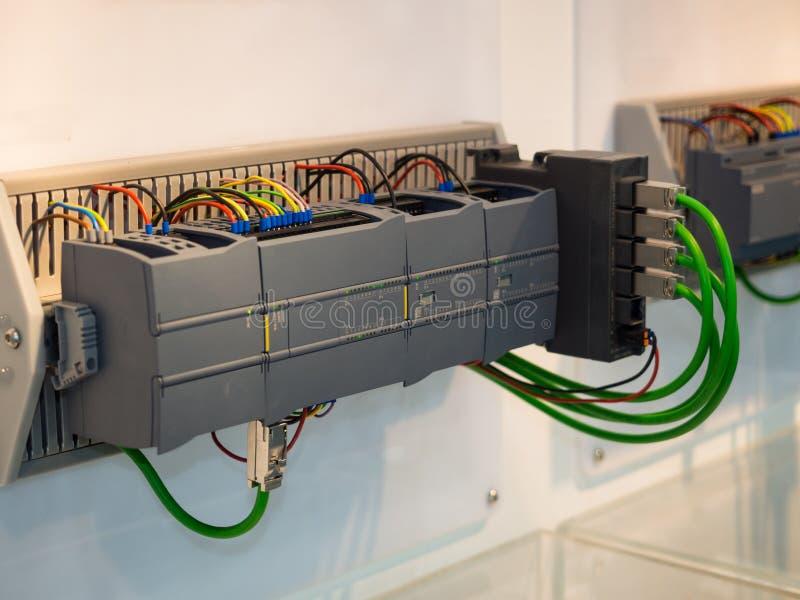 由PLC程序日志的高技术工业机器控制 免版税库存照片