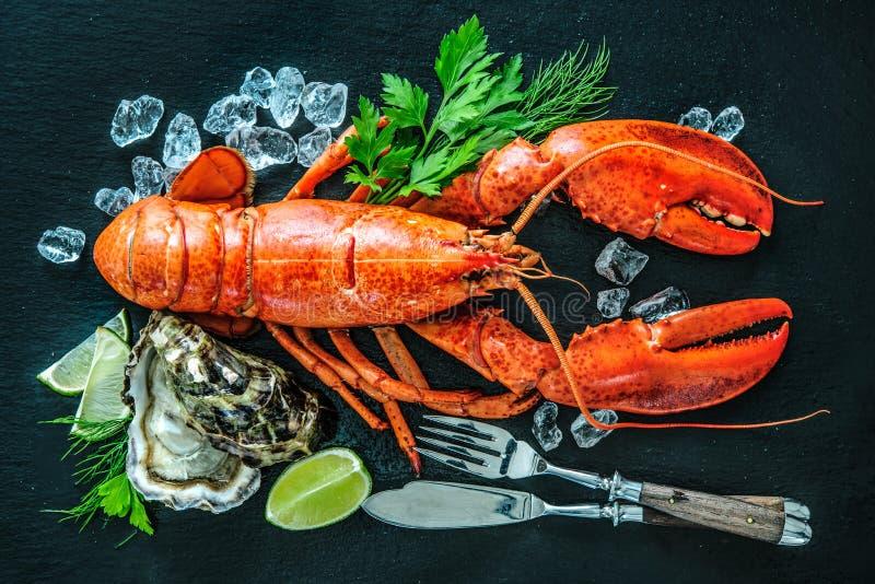 甲壳动物的海鲜贝类板材  免版税图库摄影