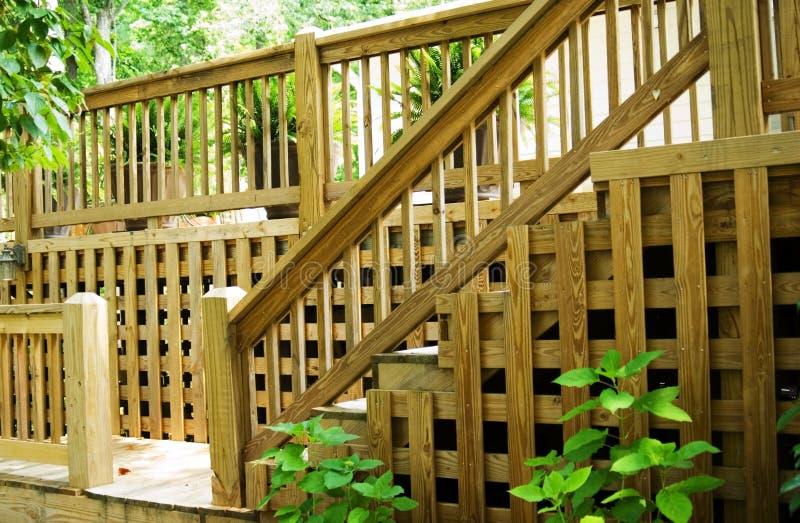甲板木栏杆的步骤 免版税库存照片