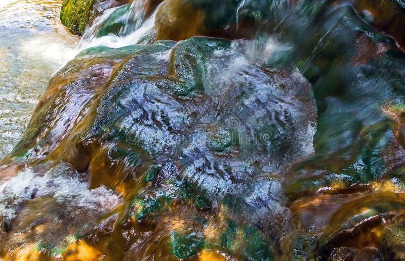 甲米府温泉城小瀑布瀑布天然盐 库存图片