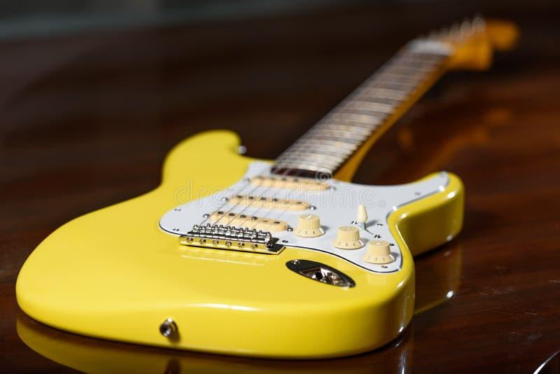 电习惯吉他 免版税库存照片