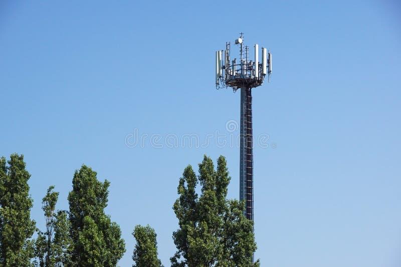 电信帆柱电视天线剪影gsm填塞者 免版税图库摄影