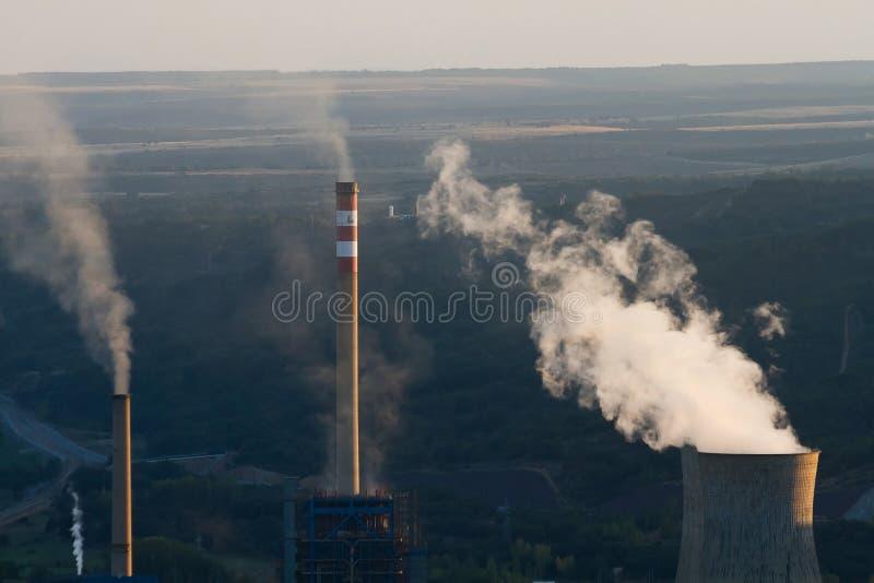 电力生产的煤电厂 免版税库存照片