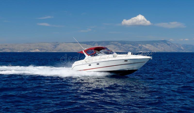 电动机转速的小船 免版税库存照片