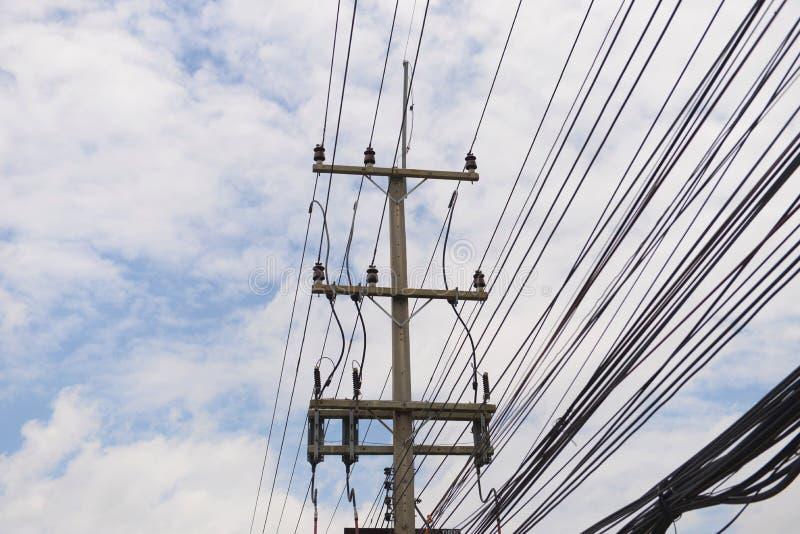 电压塔 免版税库存照片