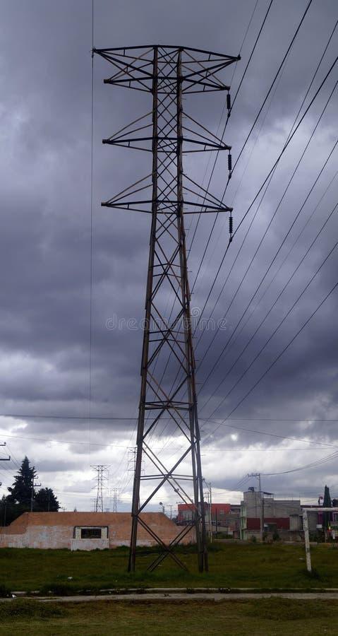 Download 电塔 库存图片. 图片 包括有 外面, 城市, 暂挂, 线路, 金属, 电汇 - 62539011