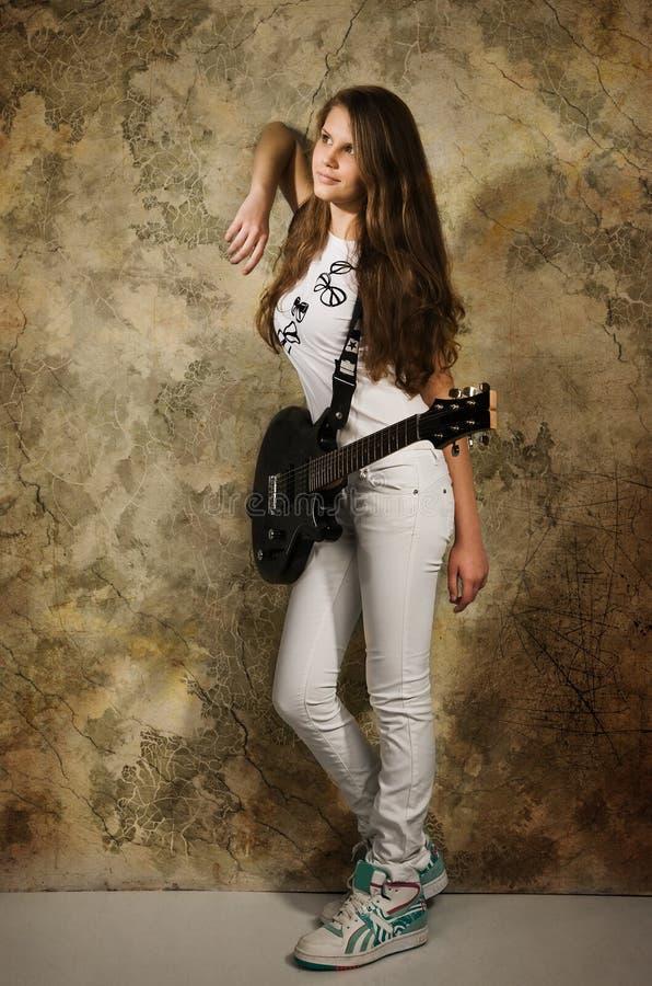 电女孩吉他少年 库存照片